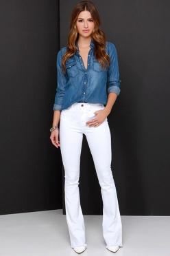 Resultado de imagem para calça flare branca jeans