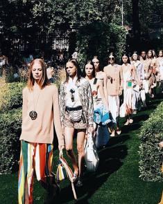 Camila Coelho NYFW desfile tory burch