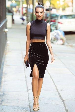 NEW YORK, NY - SEPTEMBER 02: Model Emily Ratajkowski seen in the West Village on September 2, 2015 in New York City. (Photo by Michael Stewart/GC Images)